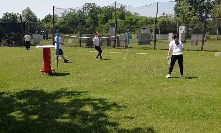 Badminton odbojka team building
