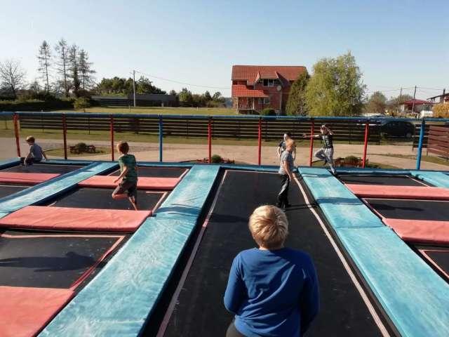 skakanje na trampolinu